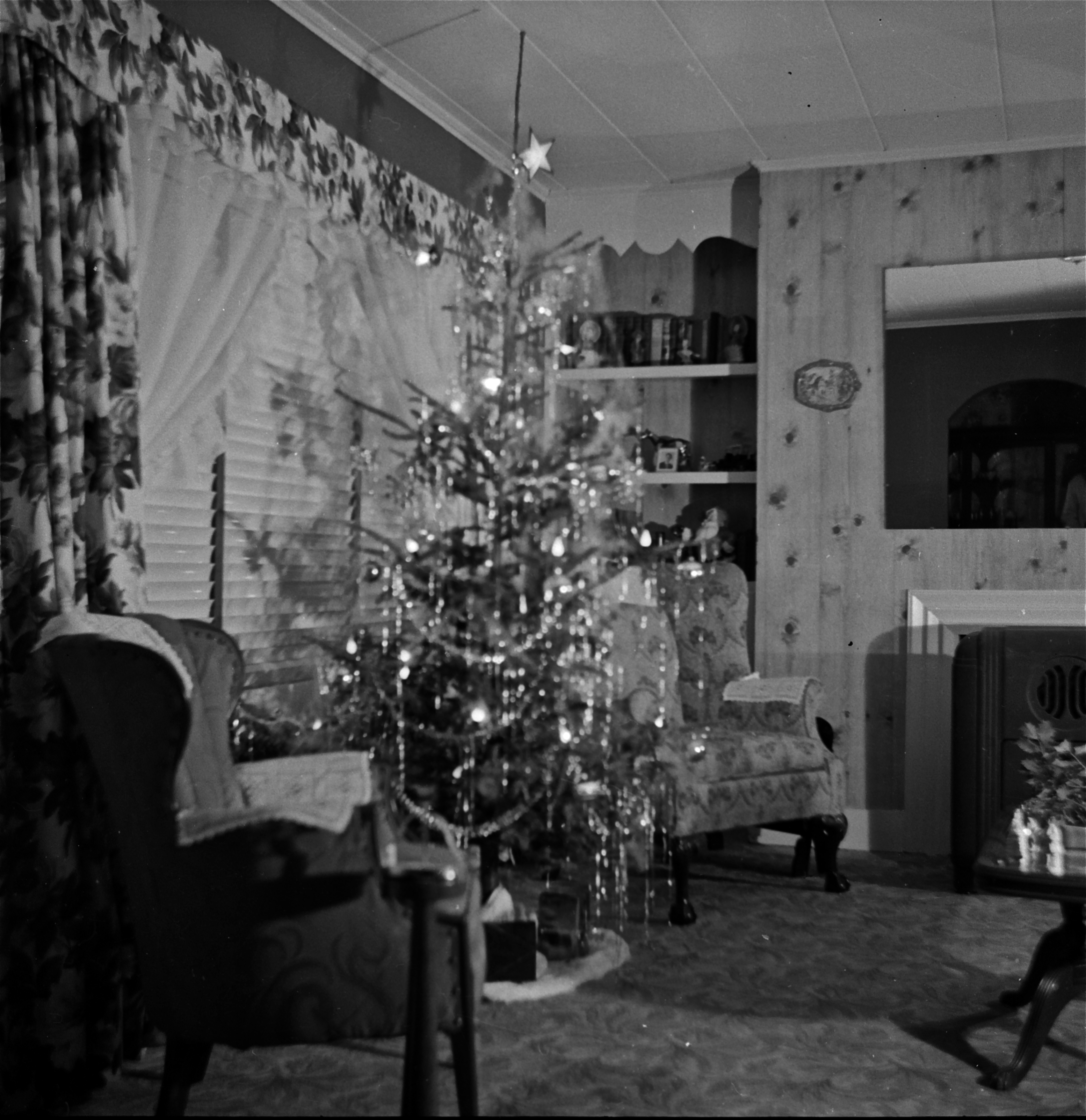 Christmas in Black and White – Fox and Finch Antiques