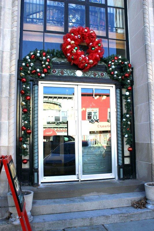 DIY EXTERIOR DOOR CHRISTMAS WREATHS